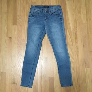 SKINNY JEANS - MEDIUM WASH